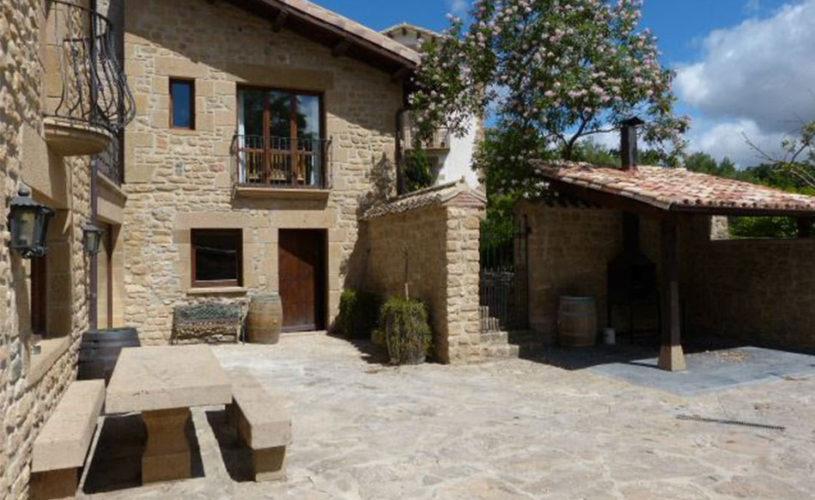 Casa Cerio - Casa Rural en Navarra - Patio con barbacoa - Slide Inicio 201705-04