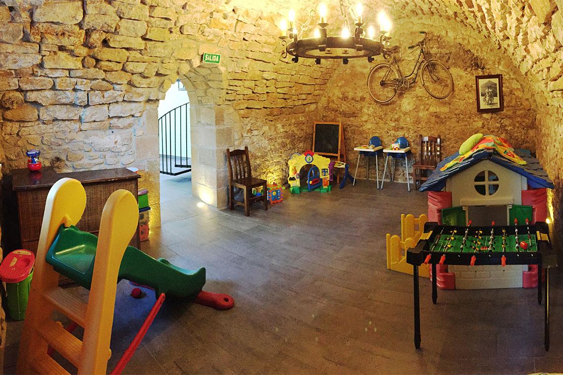 Casa Cerio - Casa Rural en Navarra - Salón de juegos para niños con suelo radiante - 01