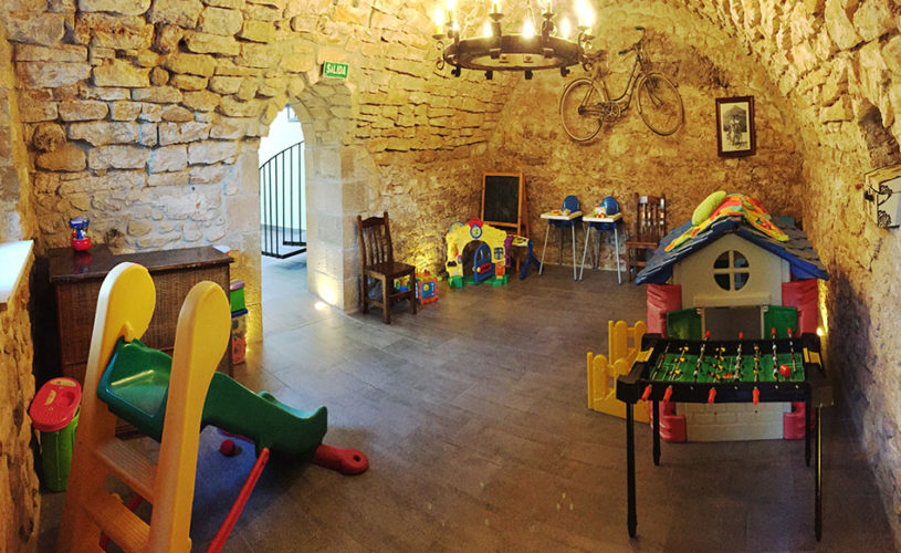 Casa Cerio - Casa Rural en Navarra - Zona de juegos con suelo radiante - Slide Inicio 201705-03